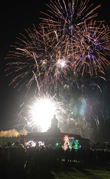 Photograph of Fireworks at Hopetoun House by Richard Foley. All rights reserved (www.owlingabout.co.uk).